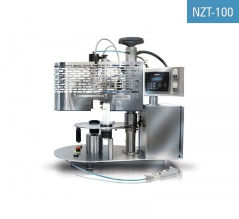 Masina de lipit tuburi din plastic NZT-100 este utilizată pentru lipirea cu aer cald a tuburilor din polietilenă și laminate umplute anterior și imprimarea datei și/sau a numărului lotului pe acestea.